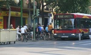 Atasco en el carril bici. Recaredo. Sevilla by Gonzáles-Alba.