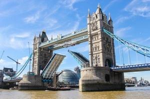 London Bridge by Dave Straven
