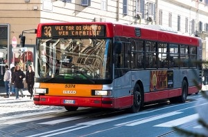 Bus 32, Rome, Italy by linssimato