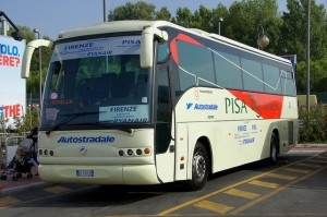 Pisa bus by HHA124L
